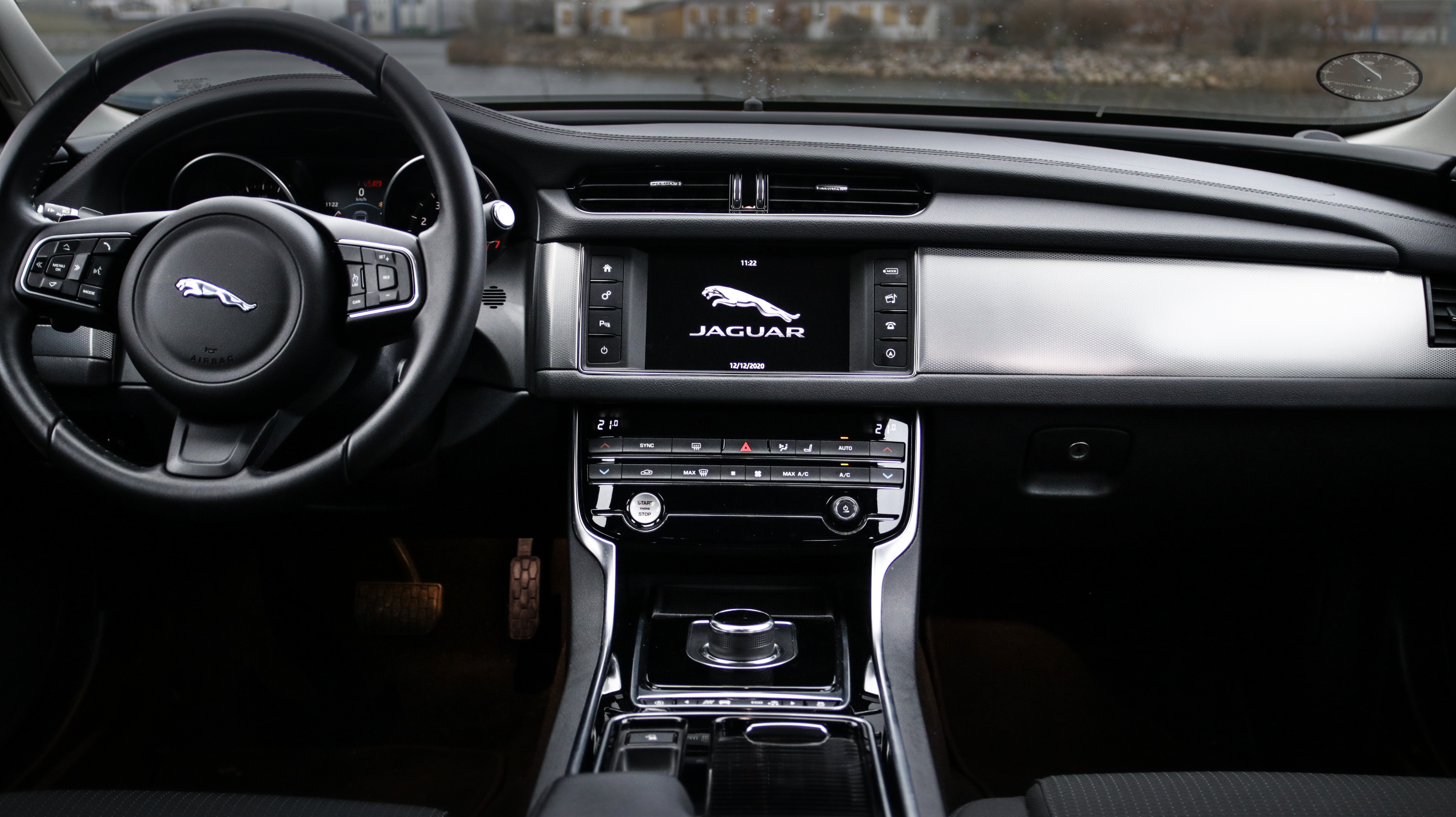 Jaguar Experiences Loss of Power With Engine Fault Lamp Illuminated.